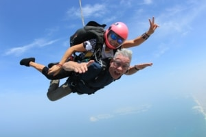 Kevin Guest - Skydiving in Dubai during the Americas/Europe USANA Growth trip